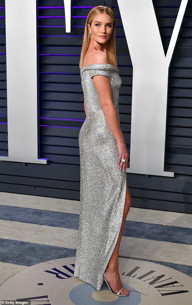 Rosie Huntington-Whiteley new blonde bob haircut in Long Square at the Vanity Fair party