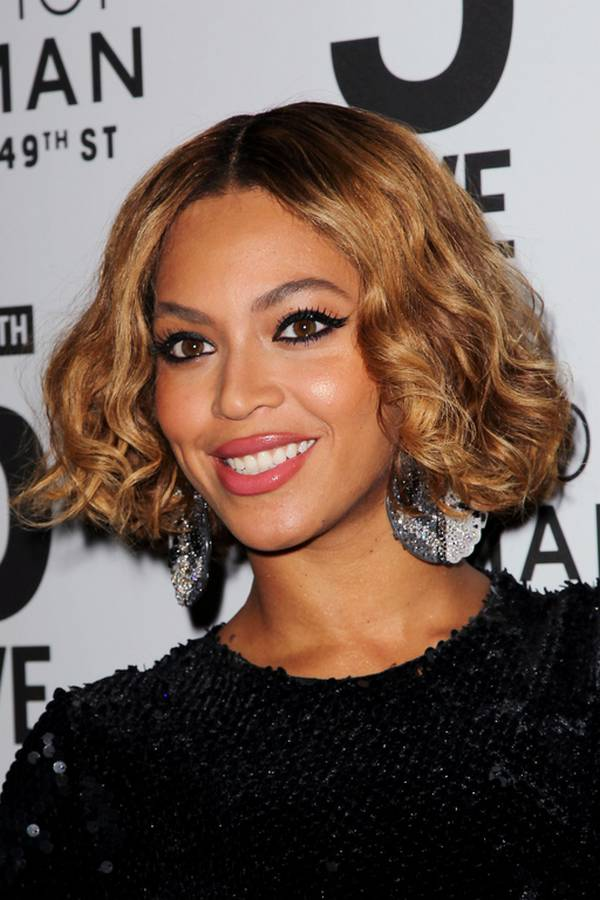 Beyoncé-Short-Haircut-in-The-Evening-Topshop