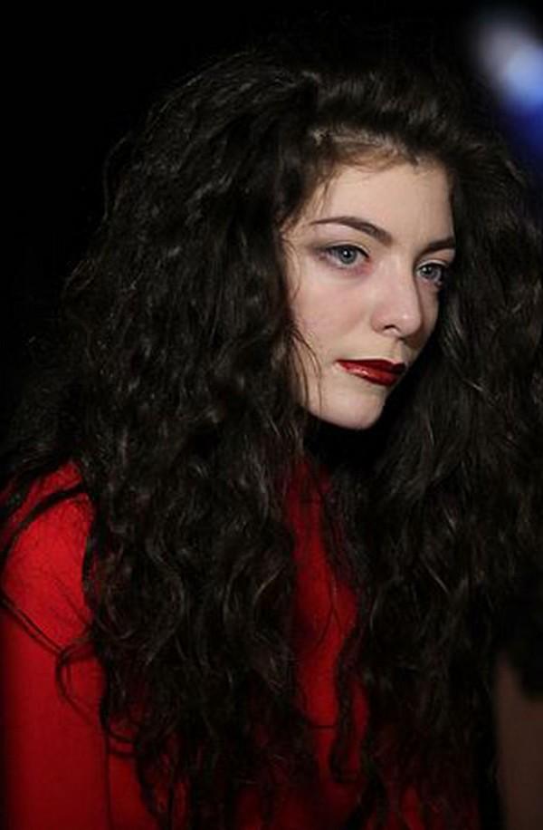 Dark-Lipstick-style-inspiration-Lorde-4
