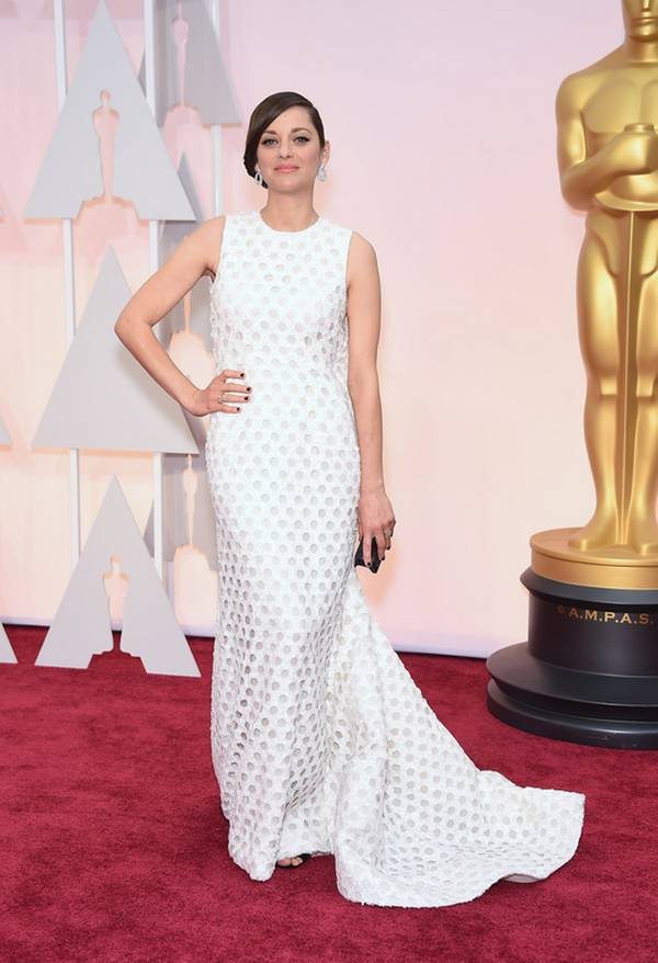 Marion-Cotillard-long-white-dress-with-black-clutch