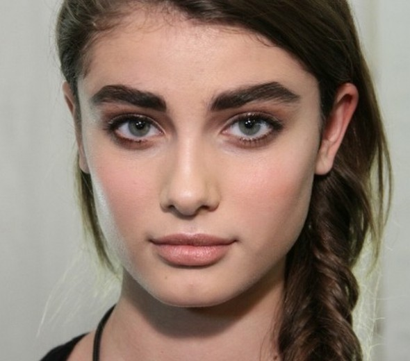 Top-4-eyebrows-Thick-For-Eye-makeup-2-590x520