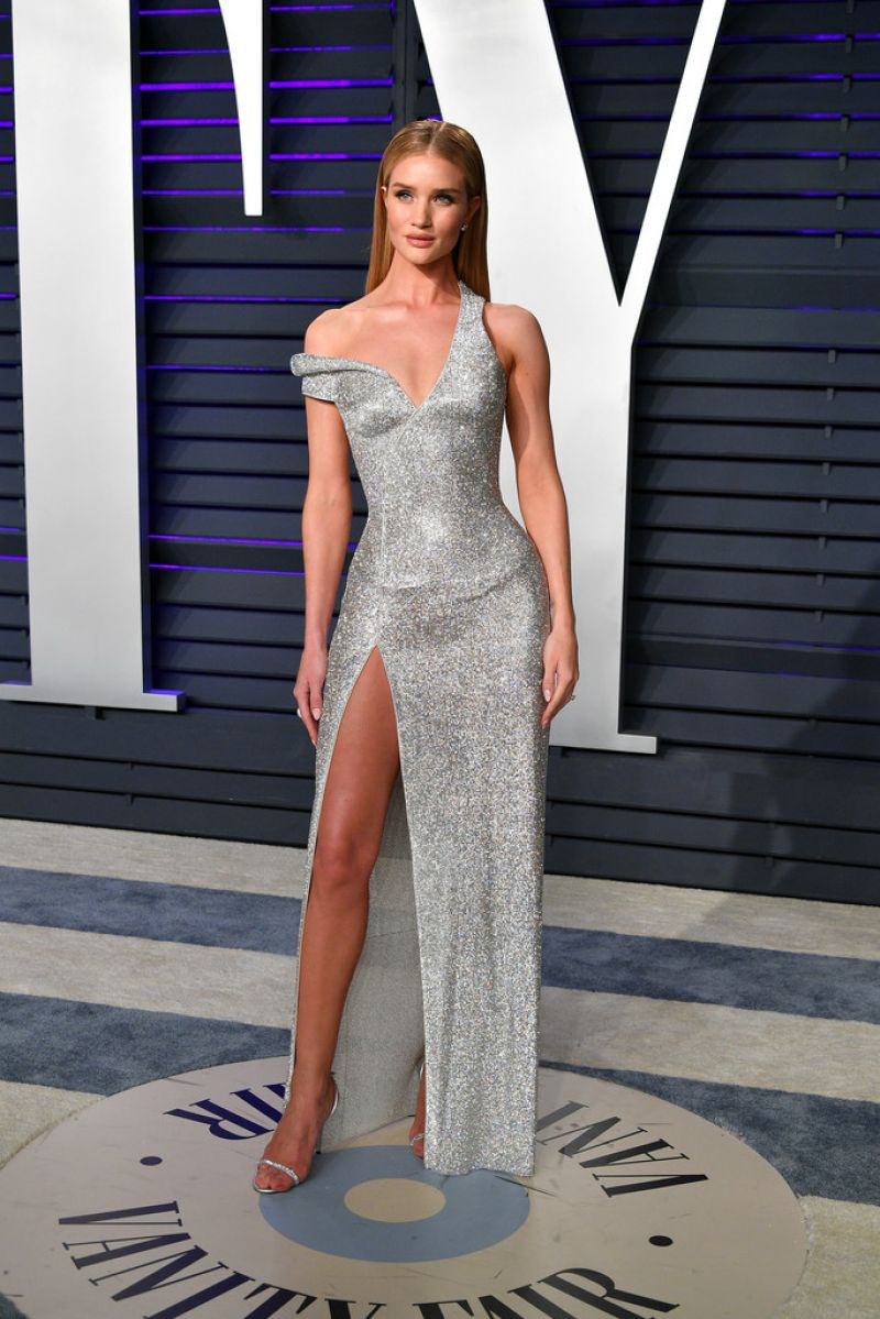 rosie-huntington-whiteley-2019-vanity-fair-oscar-party-3